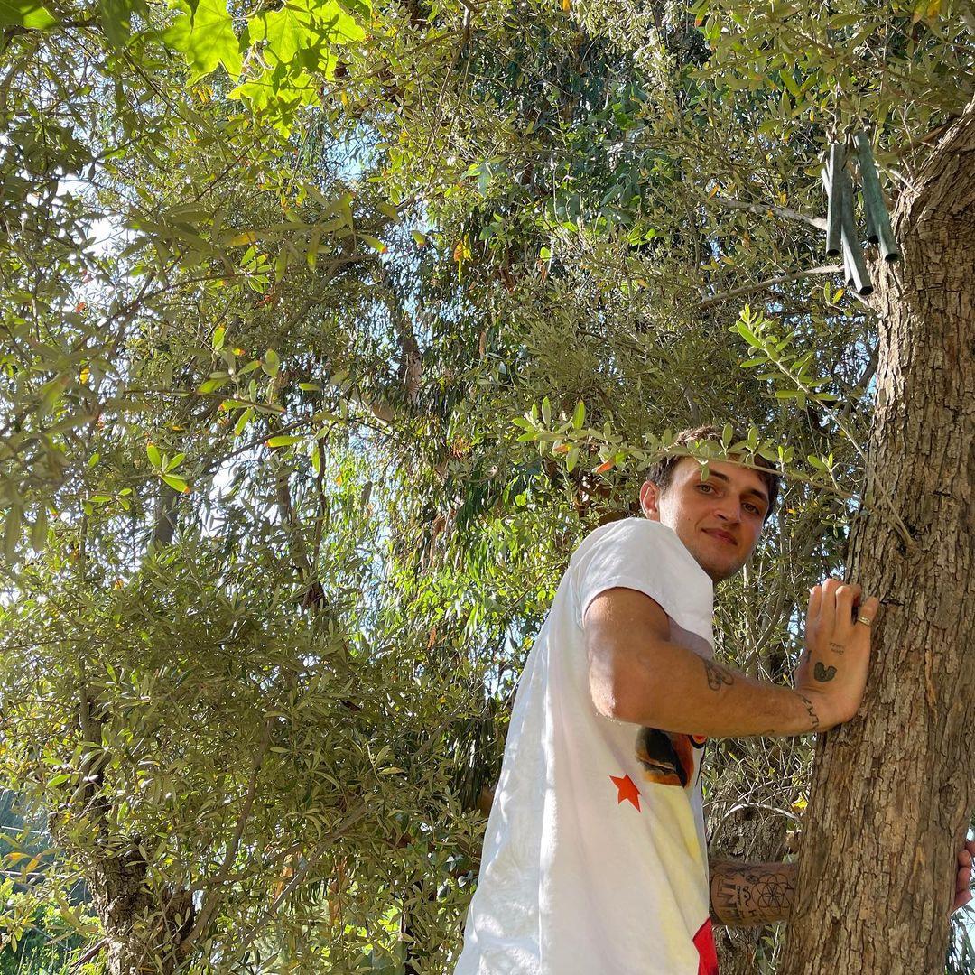 Дуа Липа показала редкие снимки с Анваром Хадид