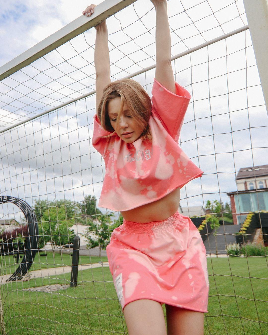 Розовый бум: Тина Кароль выпустила летнюю коллекцию одежды
