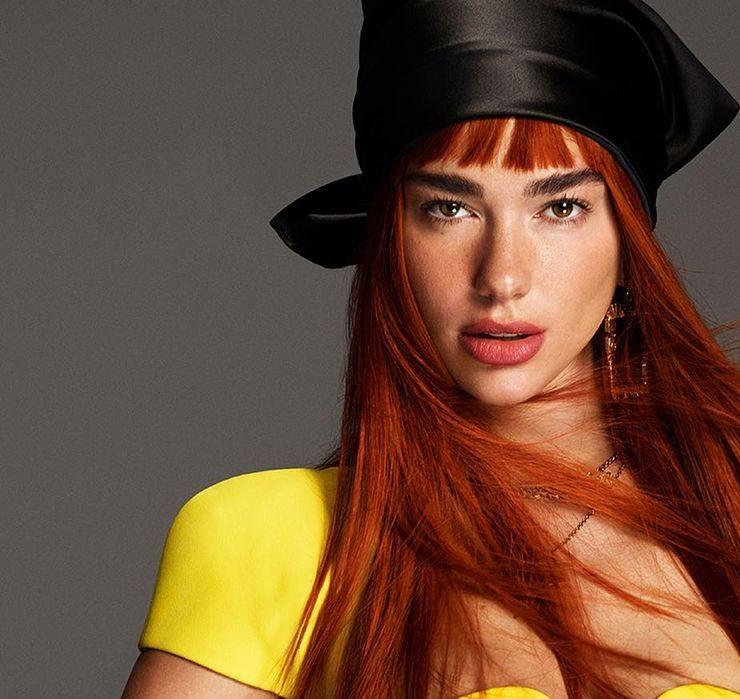 Дуа Ліпа приміряла рудий колір у новому кампейні Versace