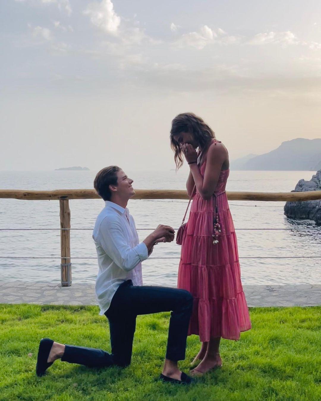 Модель Тейлор Хилл выходит замуж