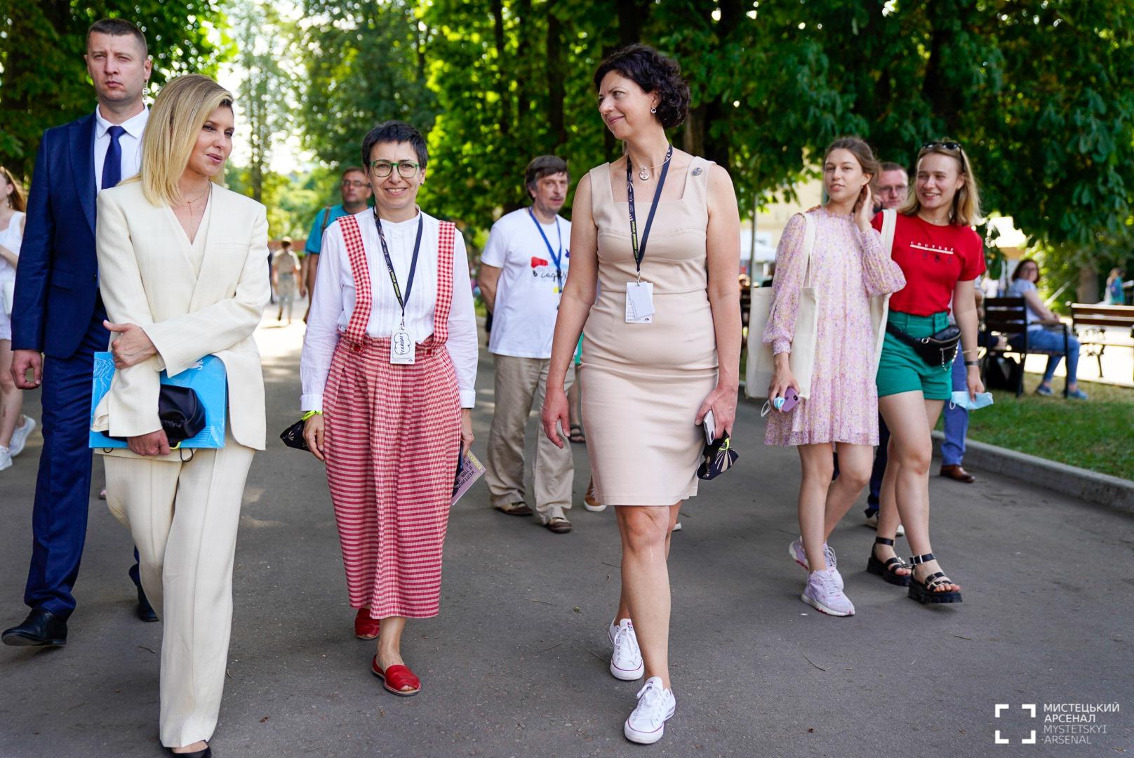Образ дня: Елена Зеленская посетила «Книжный Арсенал»