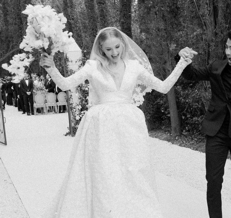 Софі Тернер показала нові фото з весілля на честь другої річниці
