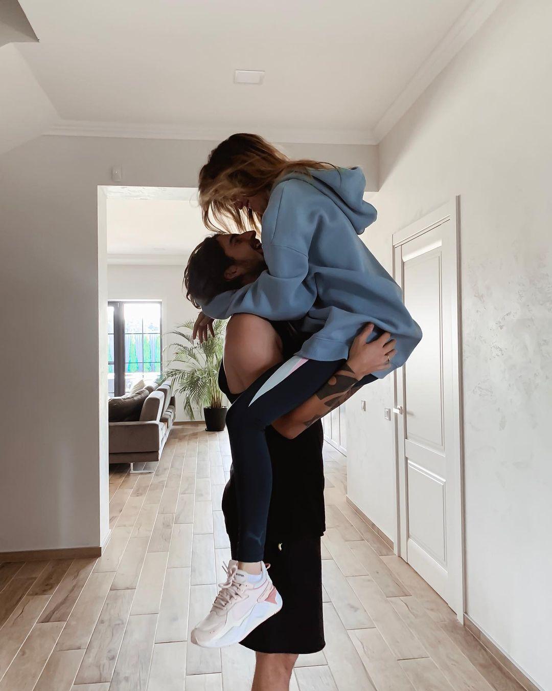 Love is: романтические снимки именинника Владимира Дантеса с Надей Дорофеевой