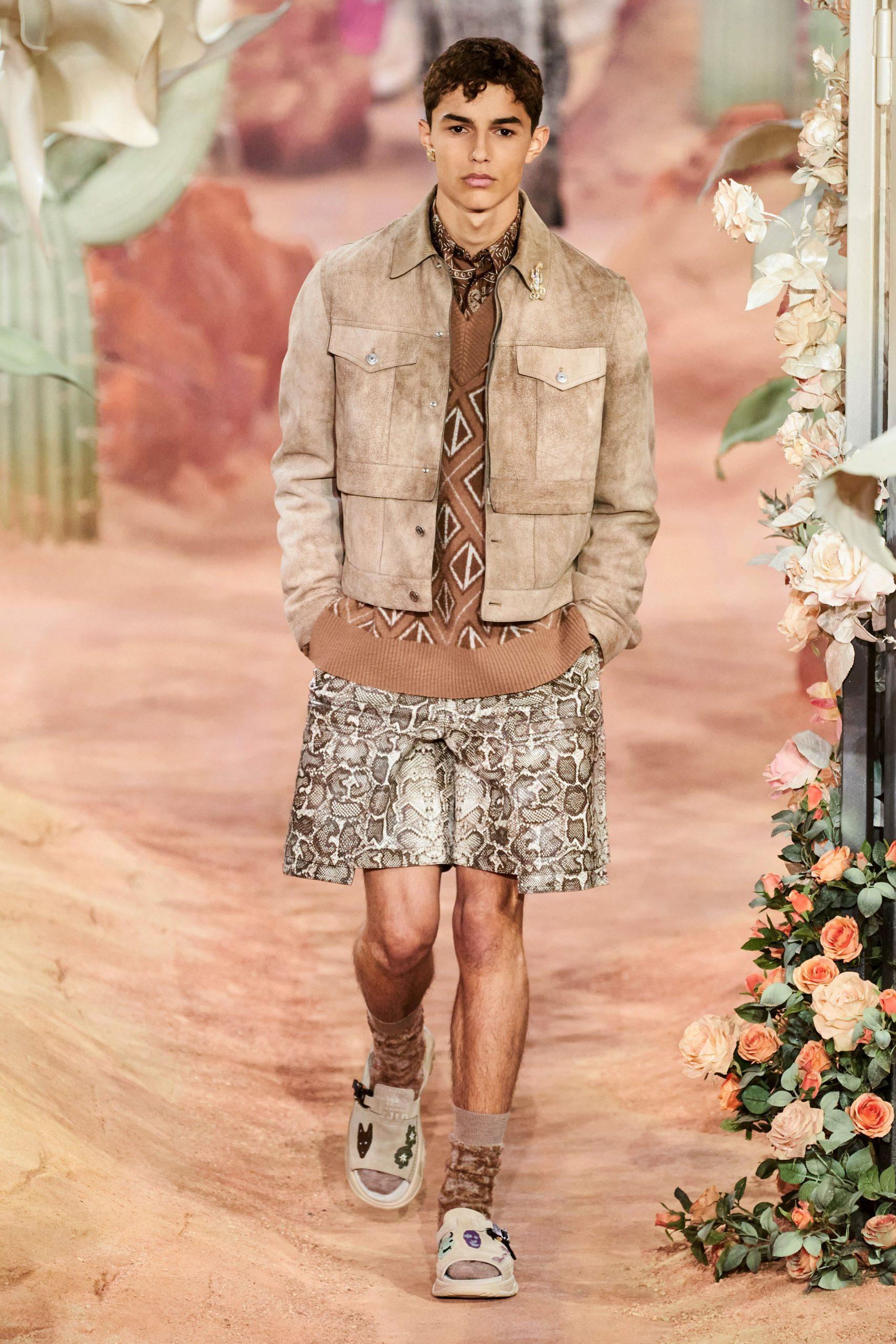Белла Хадид, Оливье Рустен и Роберт Паттинсон на показе Dior Men SS'22