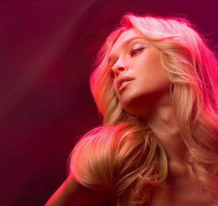 Трек дня: Вера Брежнева выпустила новый сингл «Розовый дым»