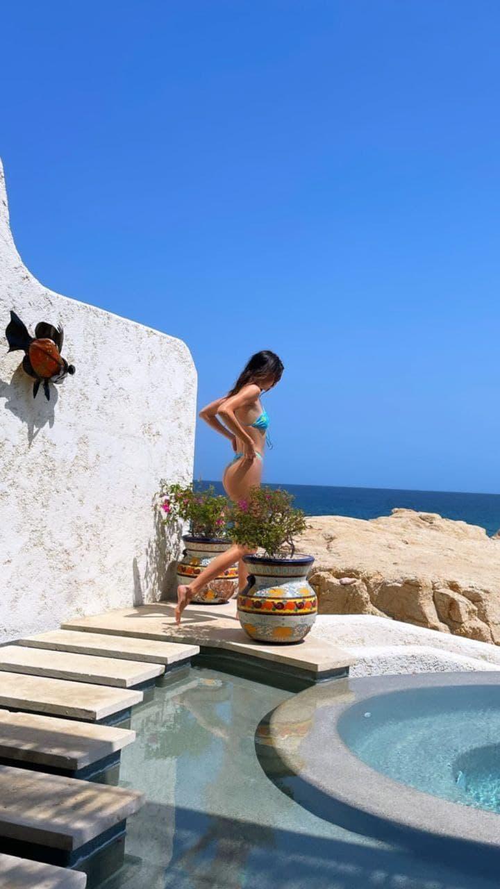 So hot! Рассматриваем пляжные открытки Кендалл Дженнер
