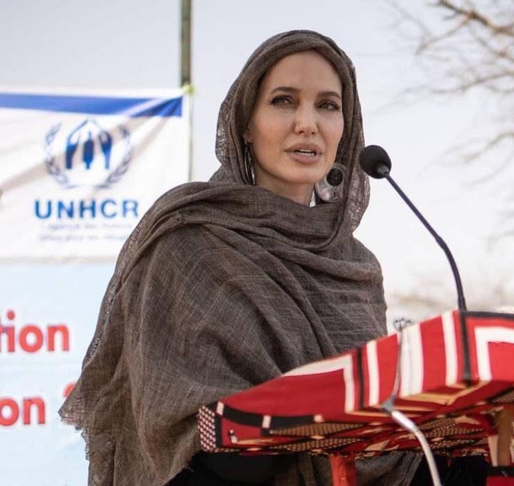 Рідкісний вихід: Анджеліна Джолі відвідала біженців в Африці