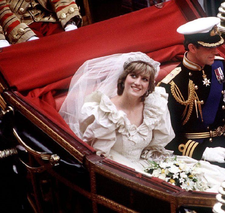 Весільну сукню принцеси Діани виставили у Кенсінгтонському палаці