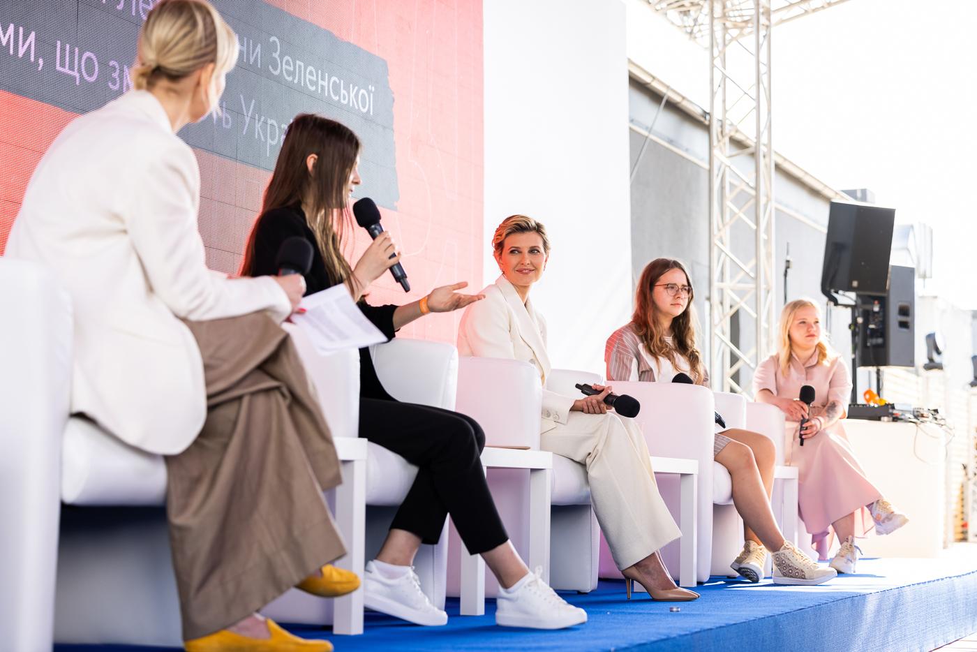 Елена Зеленская на церемонии награждения всеукраинского конкурса эссе «Наука – это она»