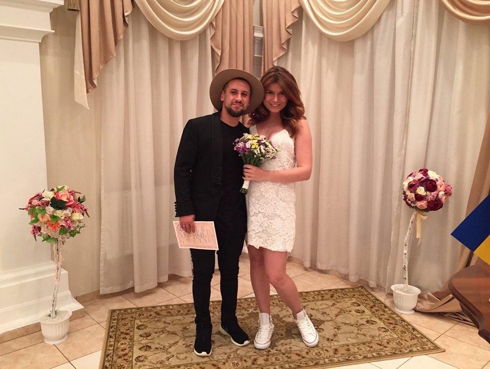 Редкий кадр: жена Димы Монатика показала свадебные фото в честь годовщины