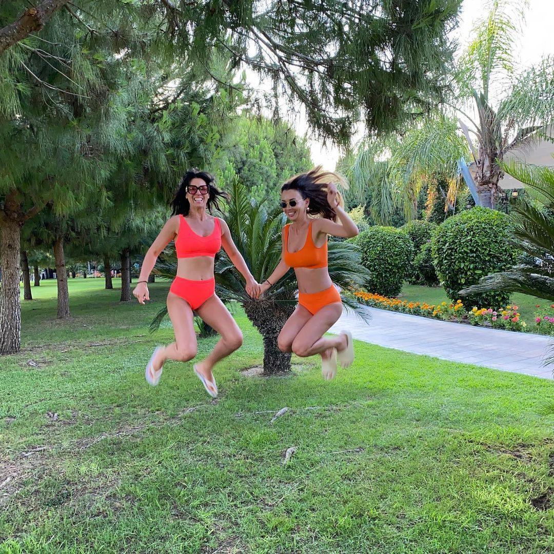 Семейные каникулы: как Маша Ефросинина и Лиза Ющенко веселились в Турции