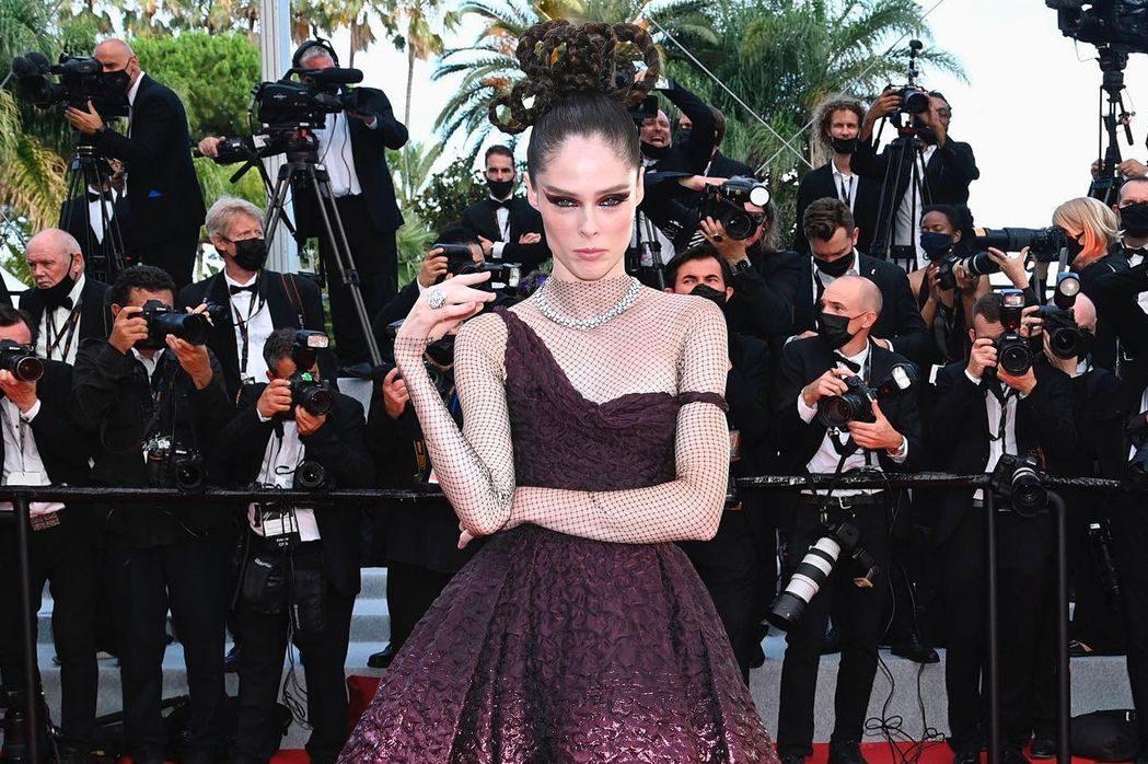 Образ дня: Коко Роша в платье Dior и бриллиантах Chaumet