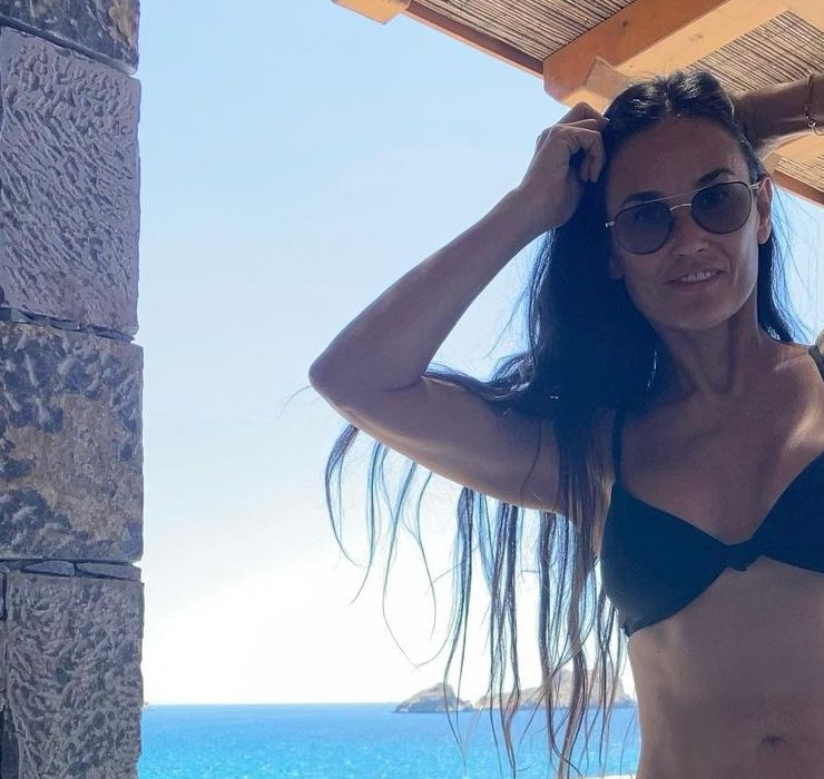 Виглядає бездоганно! 58-річна Демі Мур відпочиває в Греції