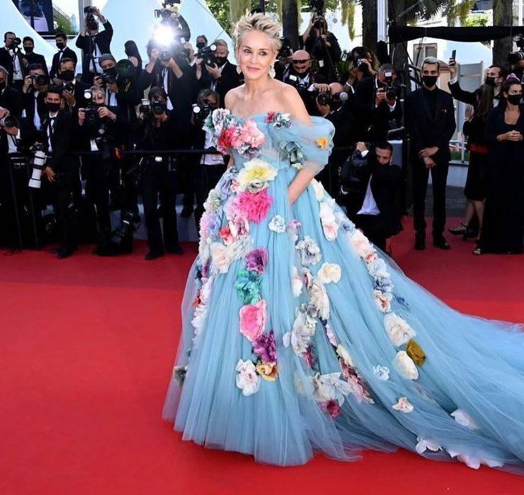 Сукня, усипана трояндами: образ Шерон Стоун від Dolce&Gabbana