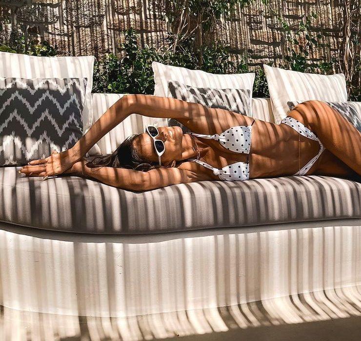 Пляжний vibe: Ізабель Гулар відпочиває на Міконосі
