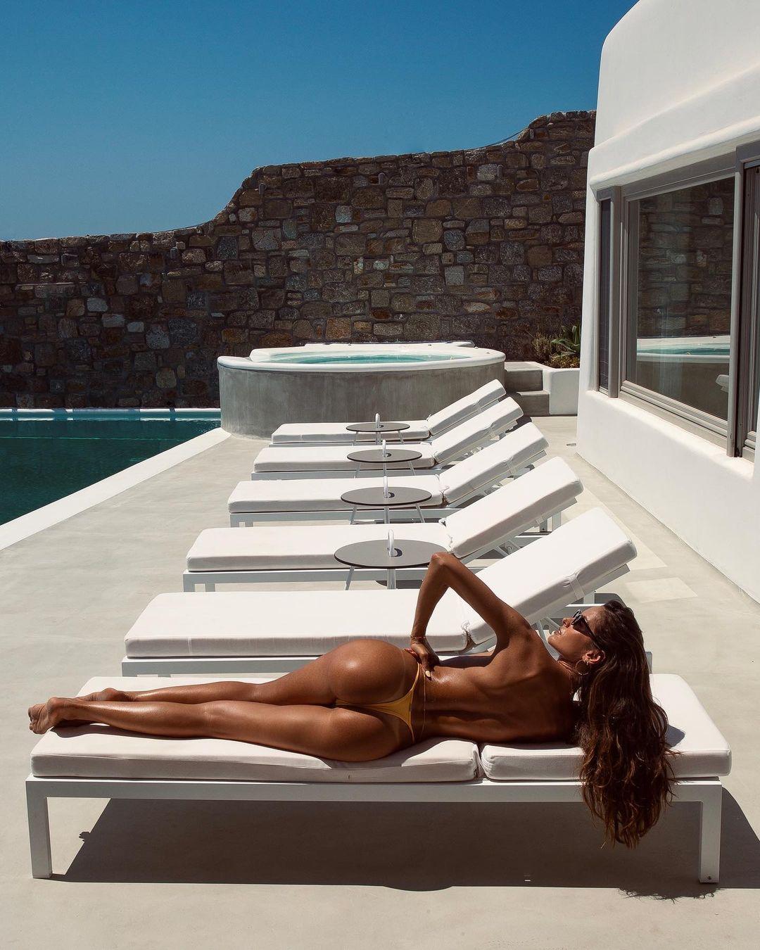 Пляжный vibe: Изабель Гулар отдыхает на Миконосе