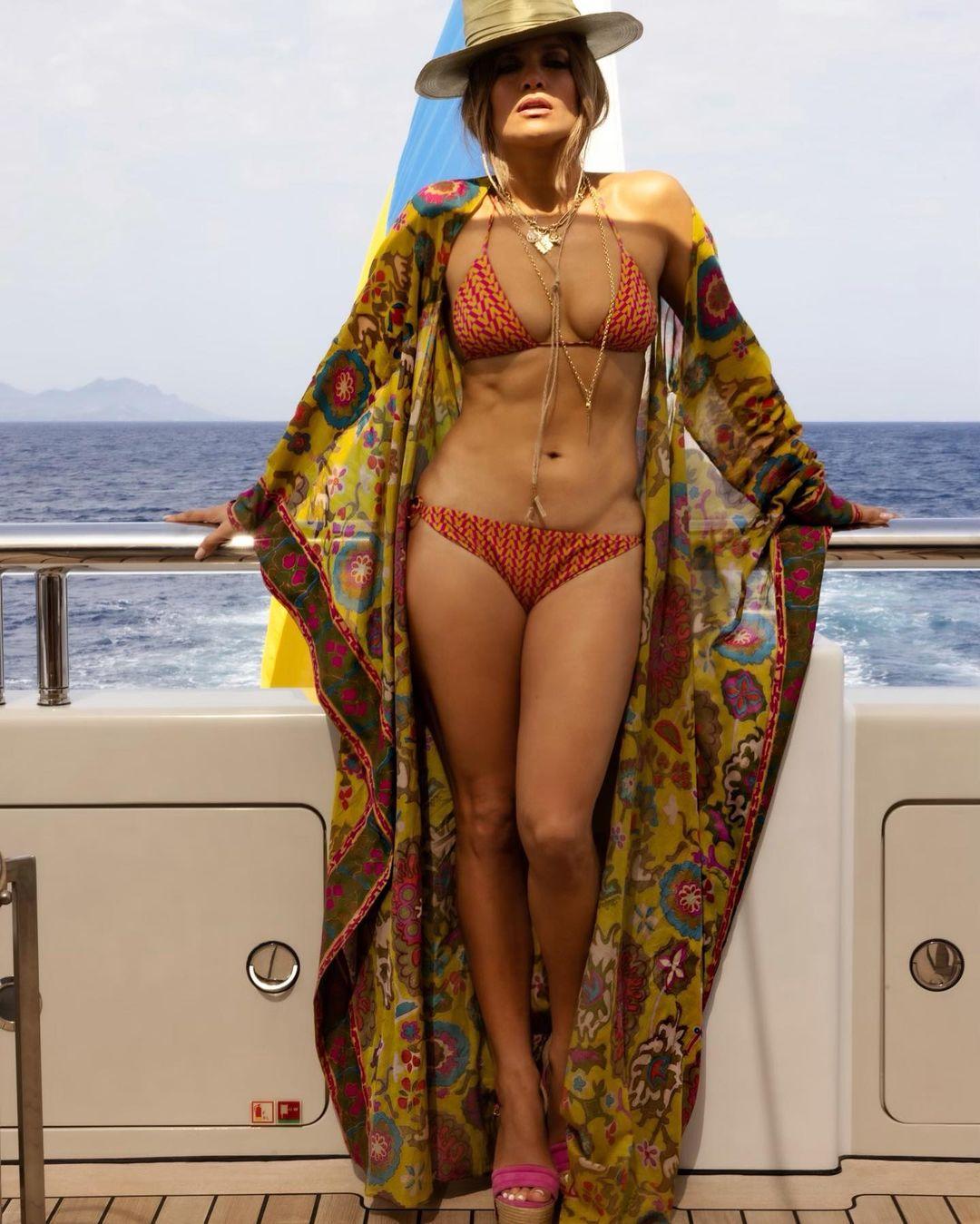 Джакузи, кинотеатр и спортзал: Дженнифер Лопес и Бен Аффлек отдыхают на роскошной яхте