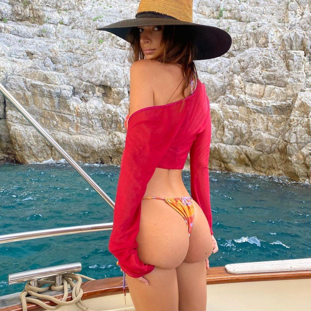 Яхта и полнейший релакс: Эмили Ратаковски отдыхает в Италии
