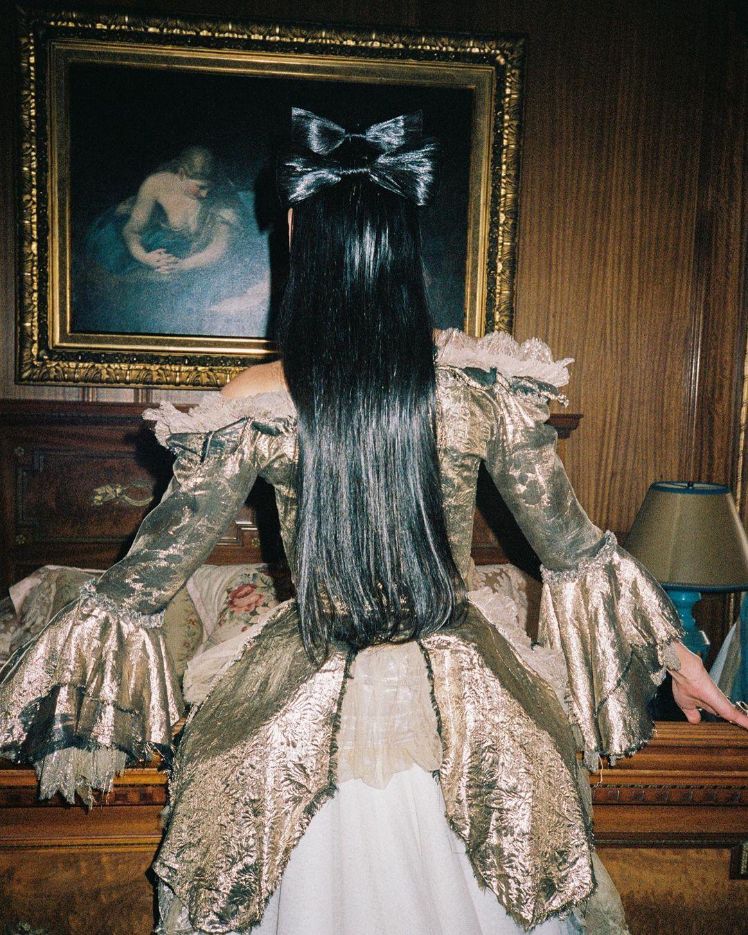 Образ дня: Дуа Липа в кутюрном платье Jean Paul Gaultier 1998 года