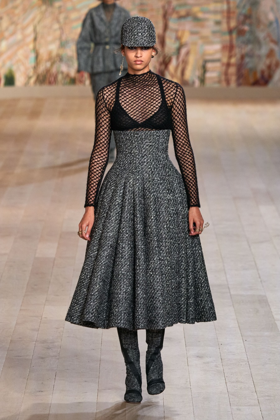 Элегантный твид и индийская вышивка в кутюрной коллекции Dior FW'21/22