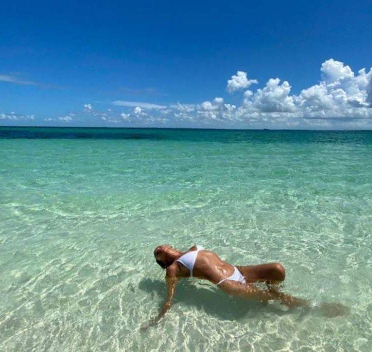 Ах, ці ноги! Ірина Шейк показала свої канікули в Мексиці