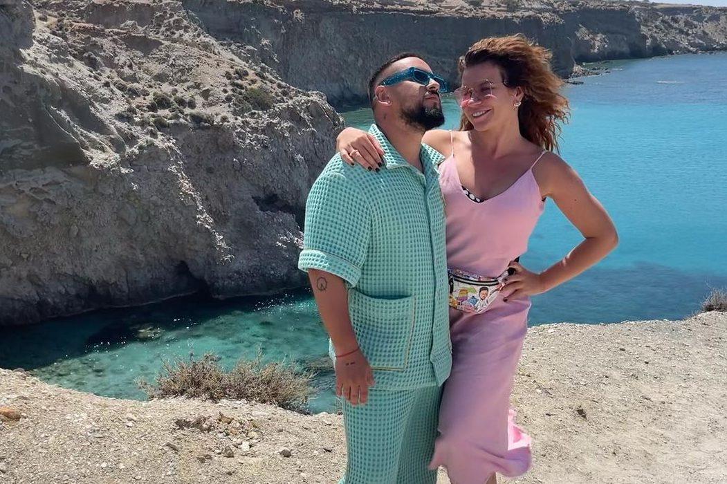 «Таких нет во всей Вселенной»: Monatik тепло поздравил жену с днем рождения