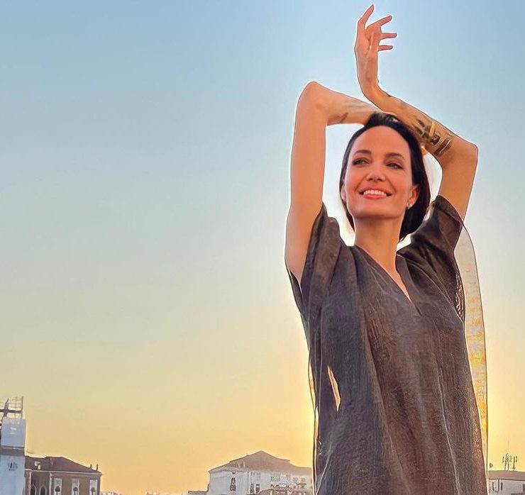 Образ дня: Анджеліна Джолі на прогулянці у Венеції