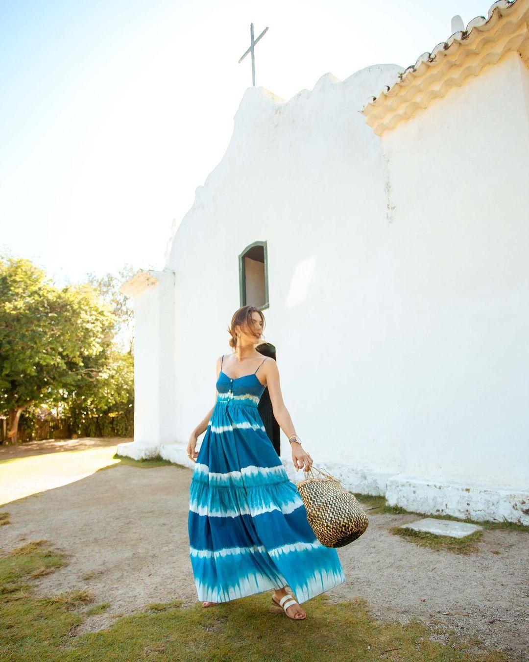 Жаркие insta-открытки: Алессандра Амбросио отдыхает в Бразилии