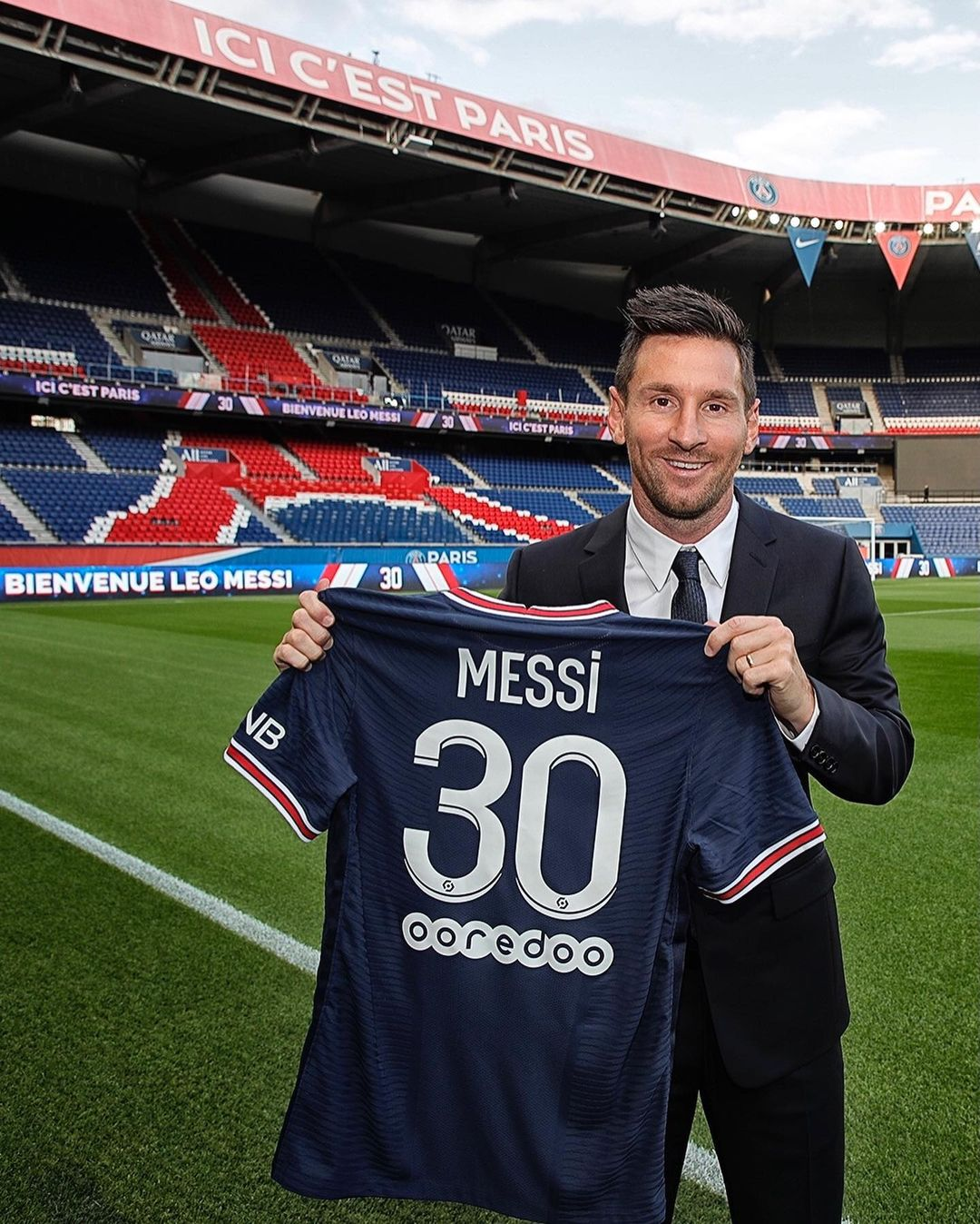 Это официально! Месси заключил контракт с французским клубом
