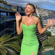 Жаркие кадры: Тина Кунаки ярко отдыхает на Капри