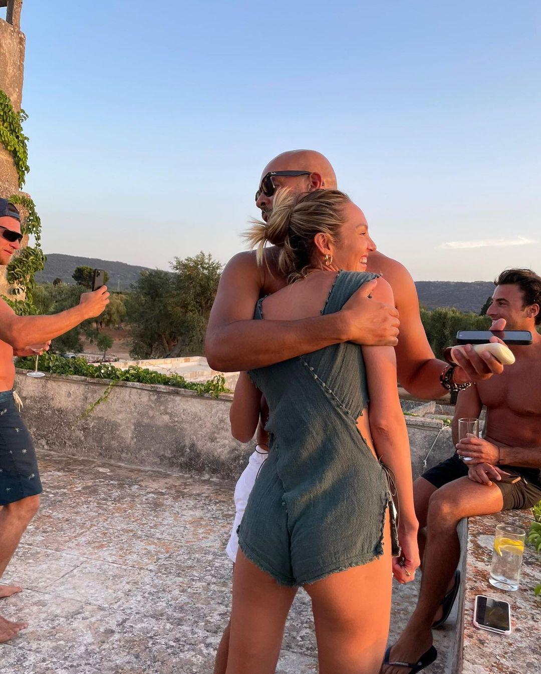 Как же без пиццы? Кэндис Свейнпол отдыхает в Италии