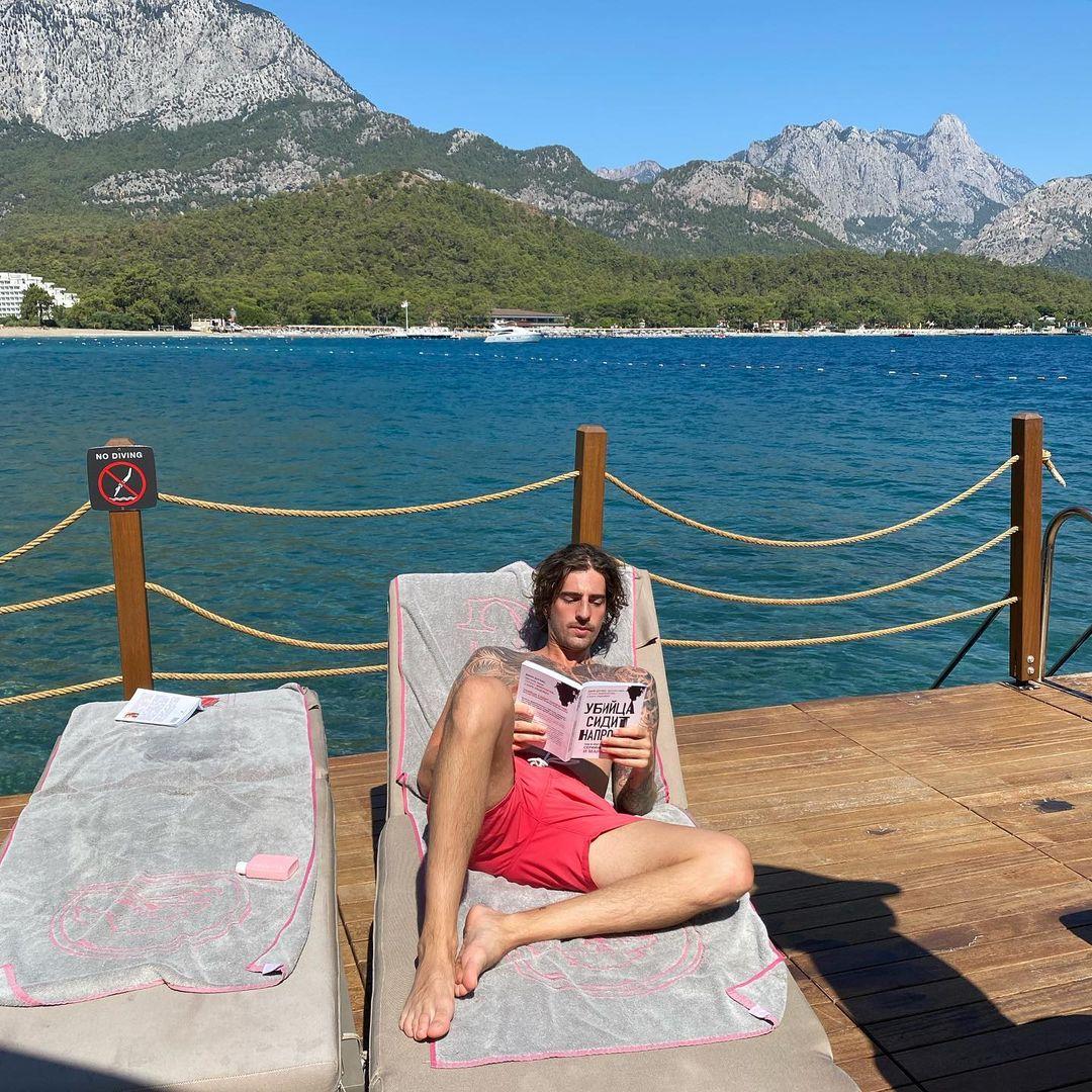 Как проходят каникулы Нади Дорофеевой и Владимира Дантеса в Турции