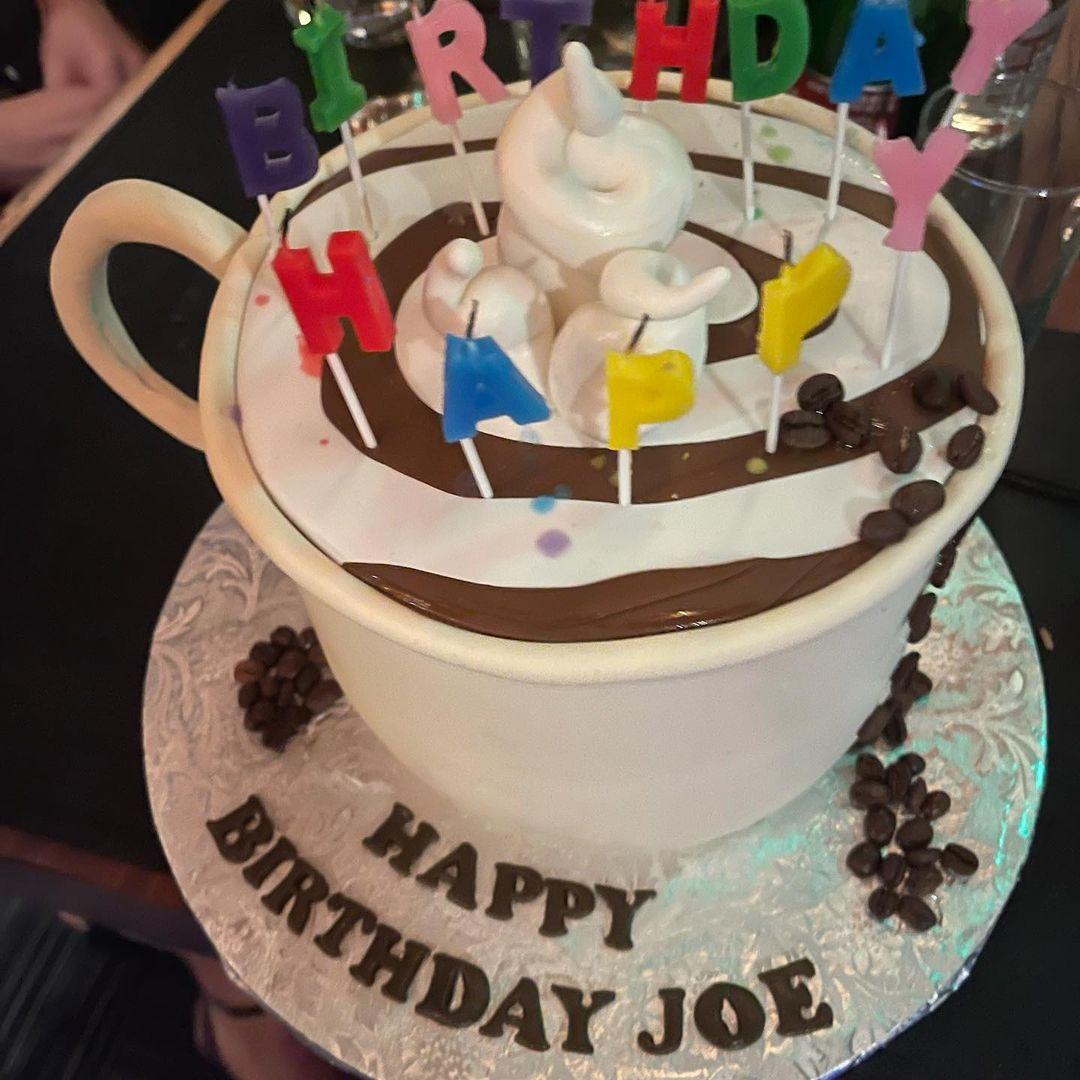 Игры в приставку и коктейли: Джо Джонас отметил 32-летие в компании Софи Тернер