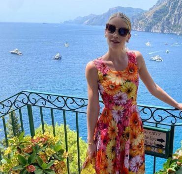 В нарядах Dolce&Gabbana: Китти Спенсер проводит медовый месяц в Позитано