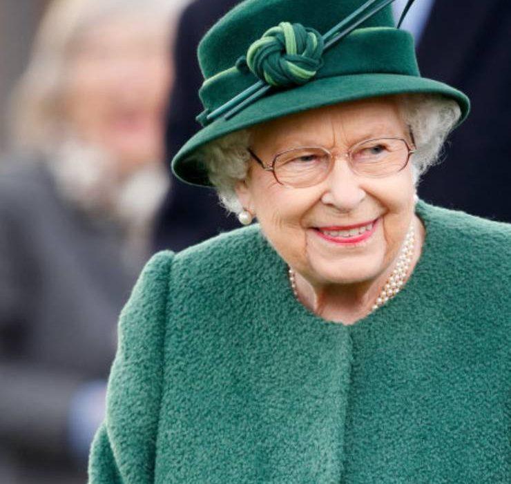 «Всі розуміють, що досить»: Єлизавета II має намір судитися з принцом Гаррі