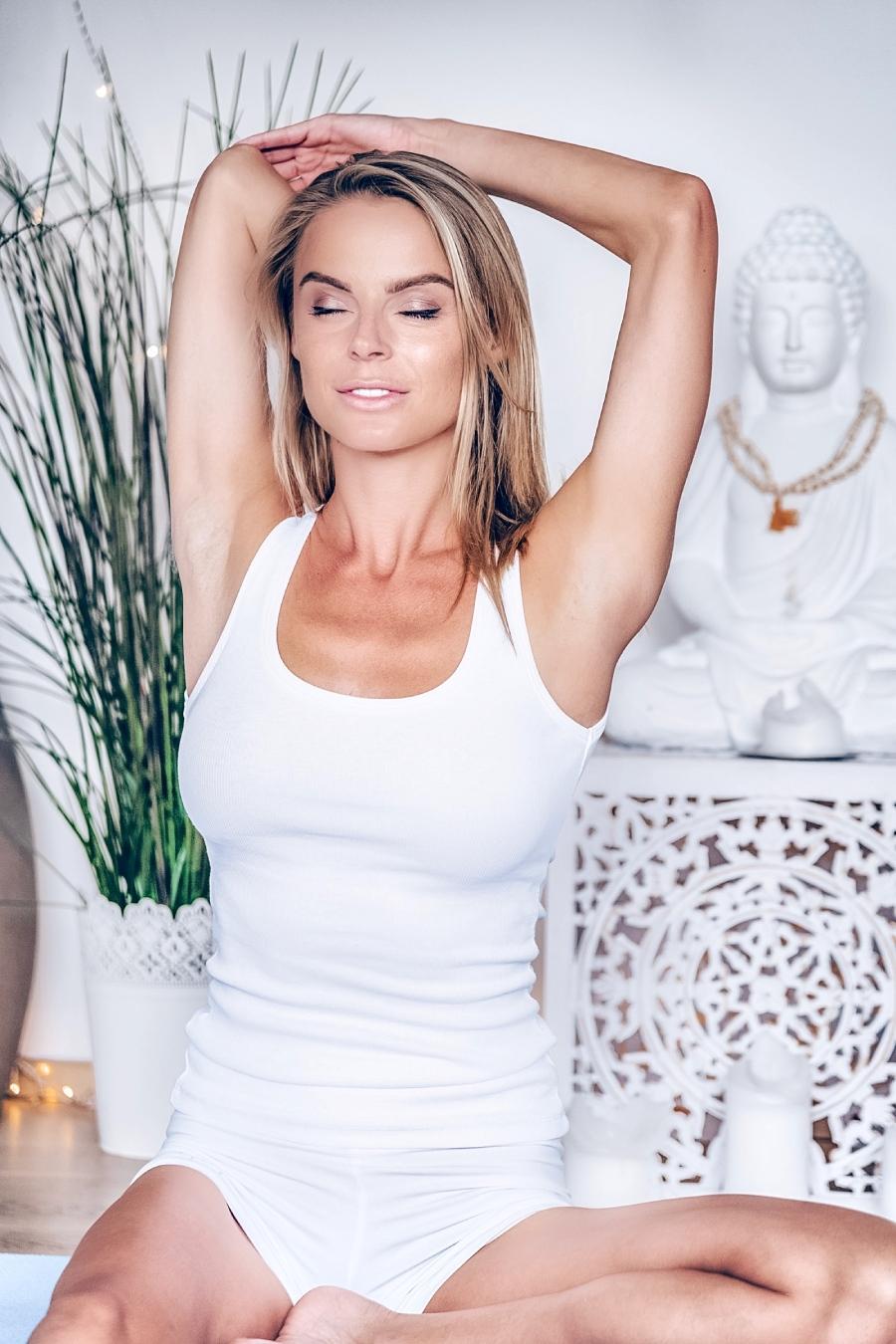 Об осознанности, призвании и фэт-феминизме: Виктория Лобас и ее жизнь в стиле йоги