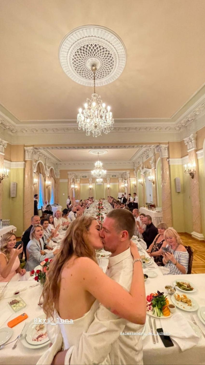 Певица Луна снова вышла замуж