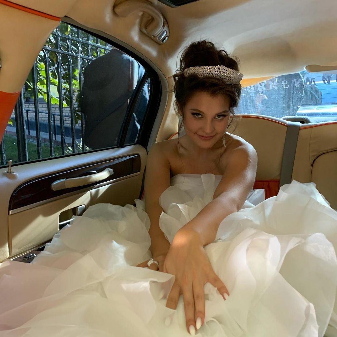 Алишер Моргенштерн женился: трансляция в соцсетях и Собчак в роли ведущей