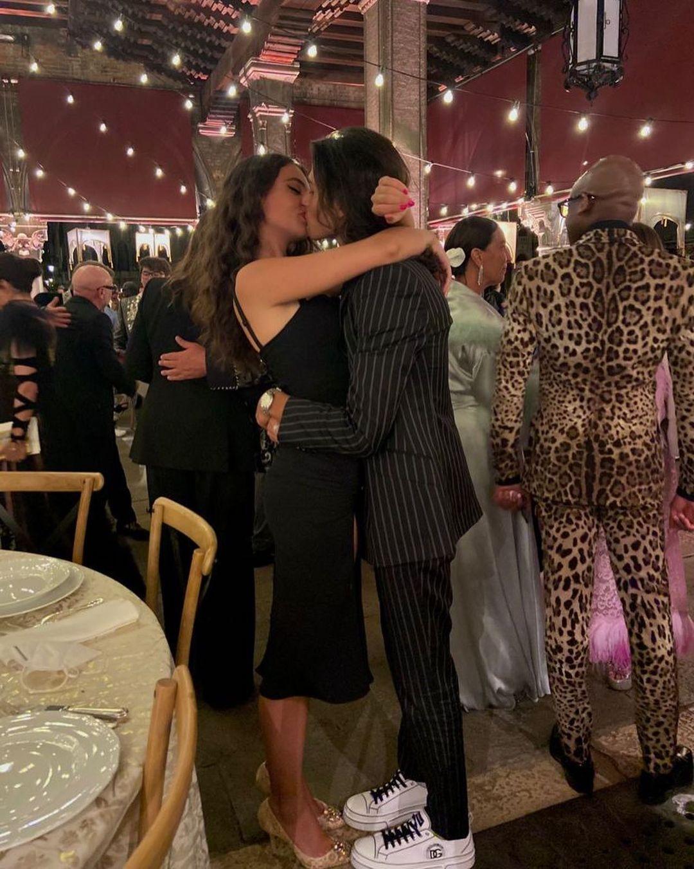 Красивая пара: дочь Моники Беллуччи с бойфрендом в Венеции