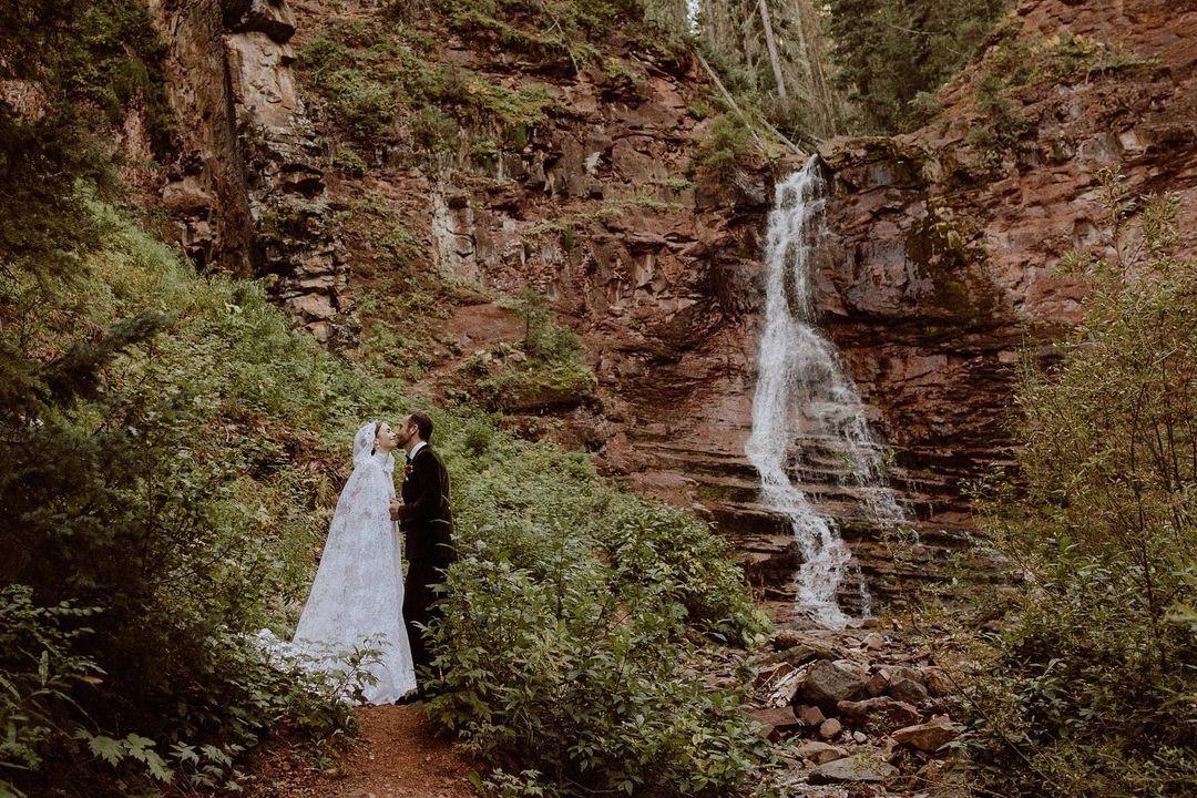 Внимание на невесту: Лили Коллинз вышла замуж