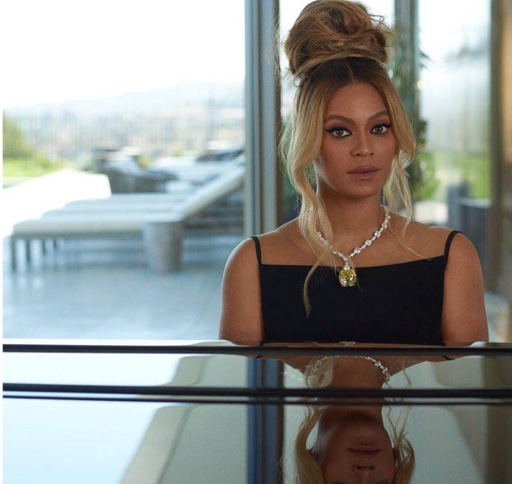 Бейонсе исполняет песню Moon River в рекламной кампании Tiffany