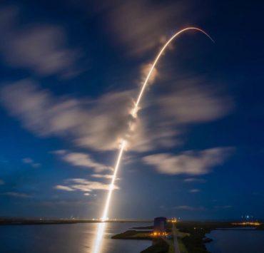 Компания SpaceX отправила первых космических туристов на орбиту Земли