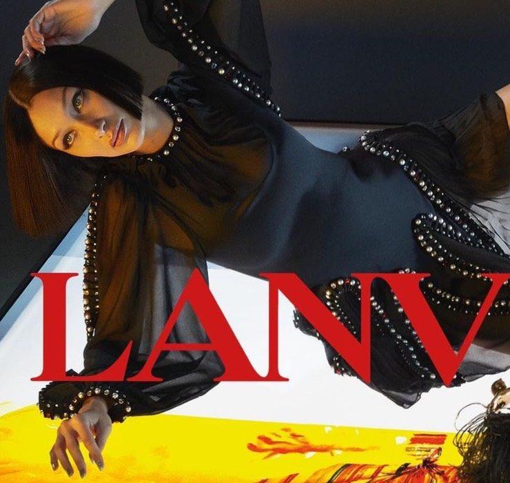 Белла Хадид позирует на фоне работ художника Джеймса Розенквиста в рекламе Lanvin