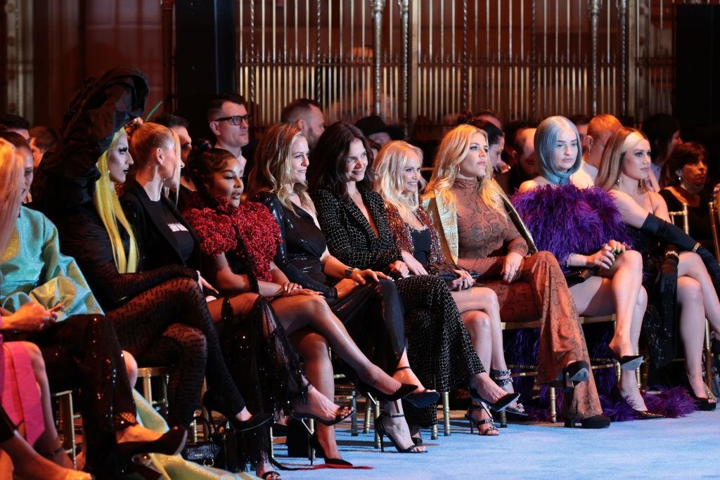 Коко Роша и Кэти Холмс в первом ряду шоу Christian Siriano FW'22