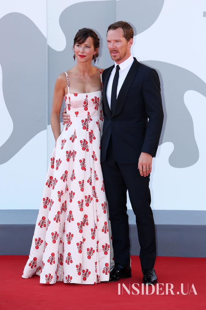 Гламурные образы Кирстен Данст и Молли Симс на премьере фильма «Власть пса» в Венеции