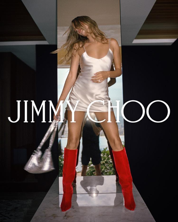 Хейли Бибер демонстрирует свои шикарные ноги в осеннем кампейне Jimmy Choo