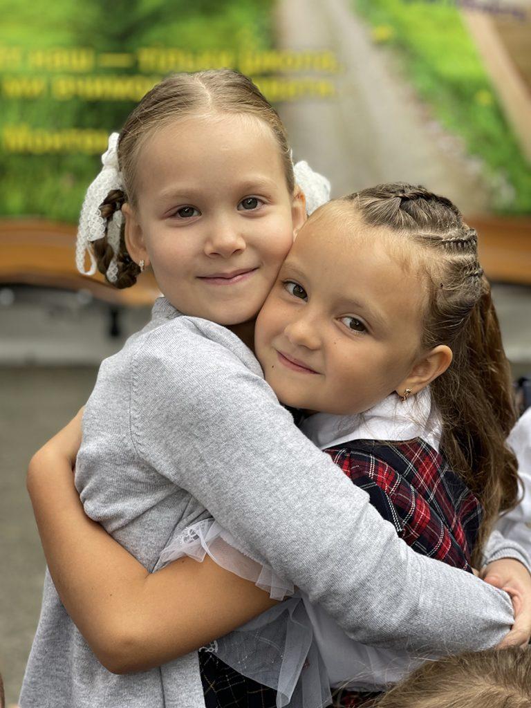 Первый раз в первый класс: как Слава Каминская, Илона Гвоздева и другие селебрити выбирали школу для детей
