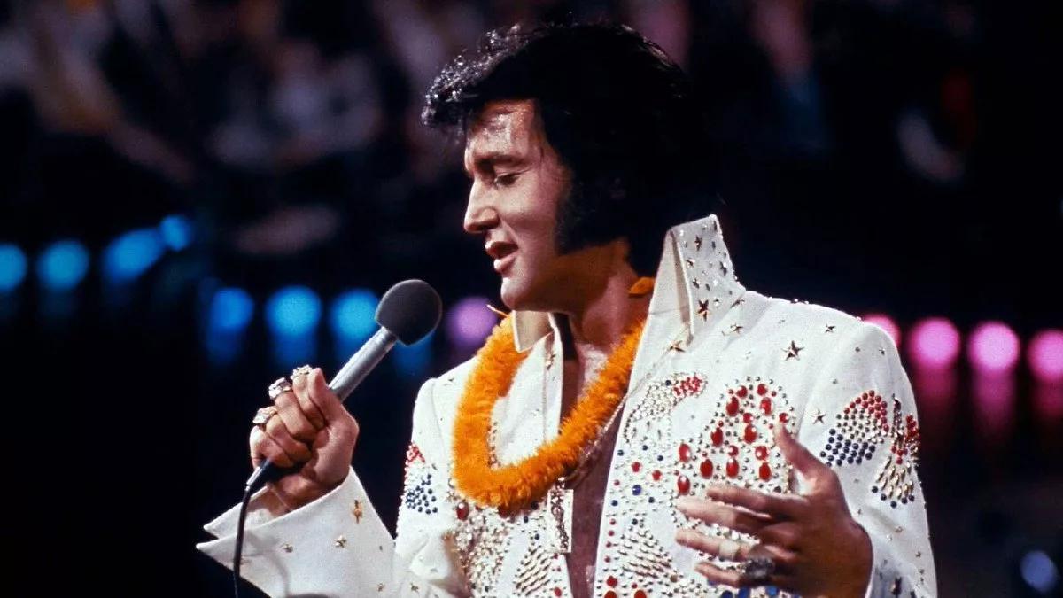 Один из легендарных костюмов Элвиса Пресли продали на аукционе за $1 млн