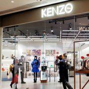 Носители: актриса Марта Поззан в платье украинского дизайнера Katerina Rutman в рекламе аромата Kenzo