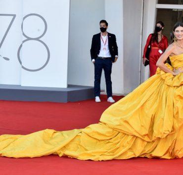 78-й Венецианский кинофестиваль: звездное дефиле на красной дорожке открытия